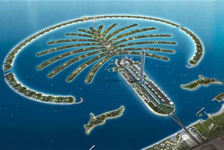 """Una delle tre """"Palm Island"""", a #Dubai. Isole artificiali a forma appunto di #palma che incrementeranno di 520 Km le spiagge della città e avranno un gran numero di centri residenziali, di intrattenimento e per il tempo libero.  La prima, già realizzata fisicamente, è in fase di completamento, la seconda, anch'essa realizzata fisicamente, è ancora in fase di lavorazione, mentre la terza è agli inizi ed è ancora da realizzare da un punto di vista fisico."""