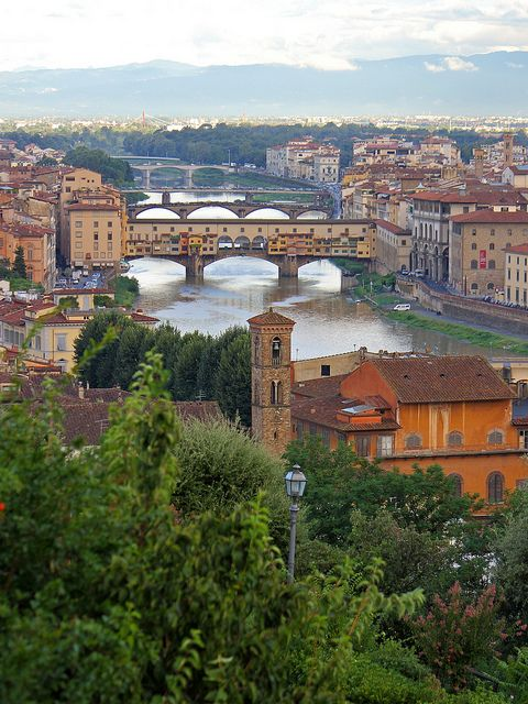 Ponte Vecchio da Piazzale Michelangelo in Florence, Italy (photo by lucesucarta on Flickr)