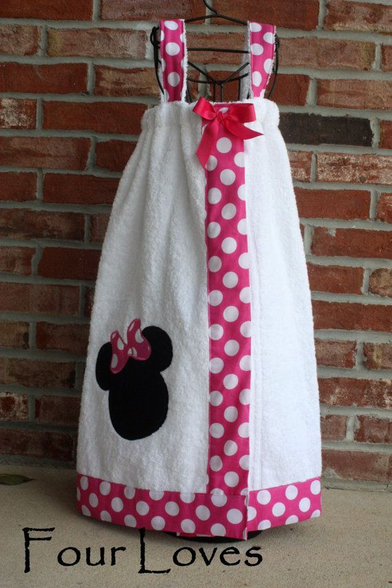 Any fabric choice is used along the edges of any color towel. The same fabric is used for the appliqued circle. Your choice of letter can make this a