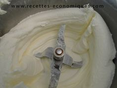Une recette économique pour faire soi meme sa crème chantilly au thermomix. Trop facile et surtout trop bonne! Il fait bien mettre au frigo la crème fraiche.