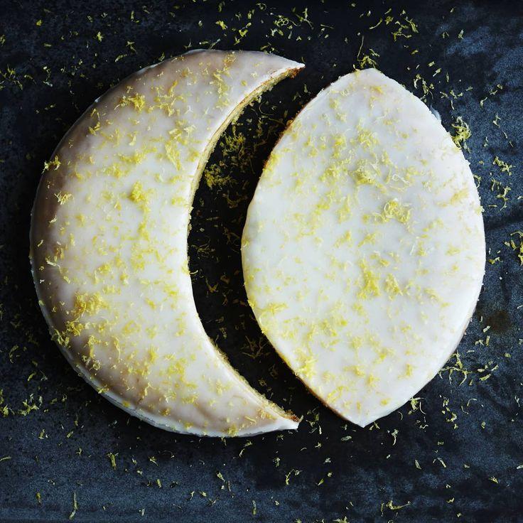 Citronmåne er en ægte kageklassiker, og nu får du opskriften, du skal bruge, hvis du holder lidt øje med taljemålet.