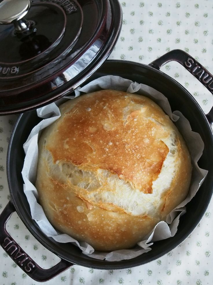 no-knead-bread baking in a 18cm staub