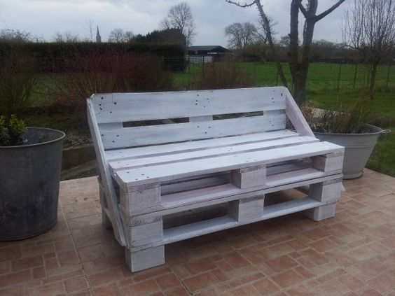 I love this pallet bench. I can't find plans for it but it looks simple enough.