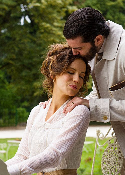 Miss Beckinsale and Jim Sturgess in Stonehearst Asylum:
