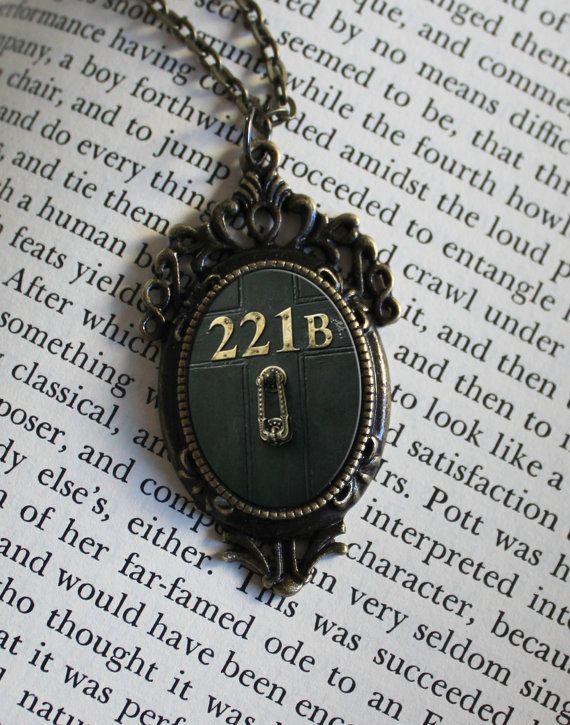 SHERLOCK 221 Tür Anhänger Halskette Sherlock von ConsultingFanGeeks, $12.99