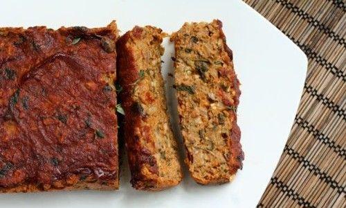 Eccovi una ottima ricetta vegetariana, molto adatta anche per i bambini, la ricetta del polpettone di verdure con ingredienti e procedimento passo passo.