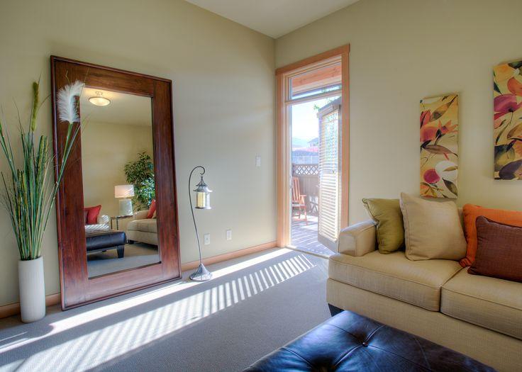 Living room  by Quiniscoe Homes  quiniscoe.ca