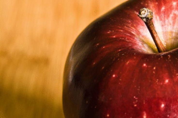 Efectos secundarios y beneficios del ácido málico. El ácido málico es un compuesto orgánico que se encuentra naturalmente en frutas como las manzanas. A menudo se toma como un suplemento, especialmente para el tratamiento de la fibromialgia y el síndrome de fatiga crónica. El ácido málico es ...
