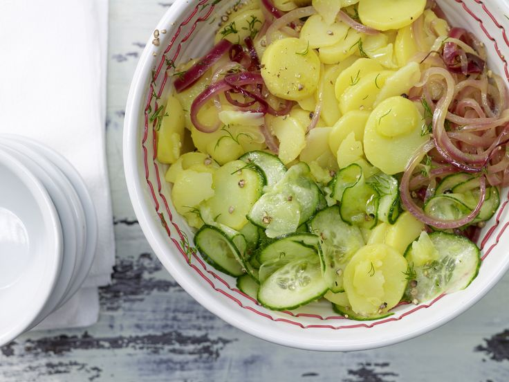 Kartoffelsalat – smarter - mit Gurke und Dill - smarter - Kalorien: 130 Kcal - Zeit: 40 Min. | eatsmarter.de Kartoffelsalat muss nicht immer eine Kalorienbombe sein.