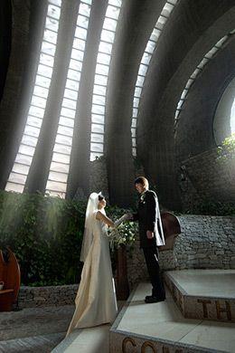 石の教会での挙式は荘厳な雰囲気…♡ 軽井沢での結婚式のアイデア一覧。ウェディング・ブライダルの参考に。