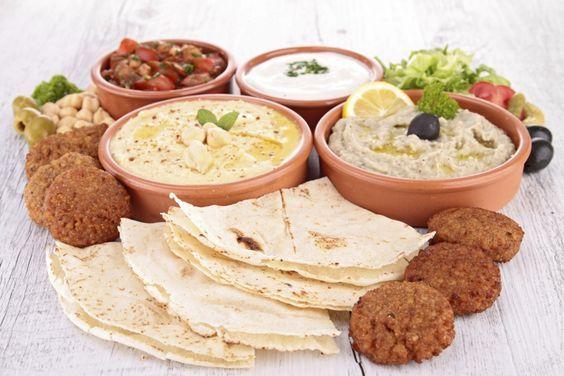 Comida árabe: aprenda a fazer pratos típicos como kafta, homus e quibe assado