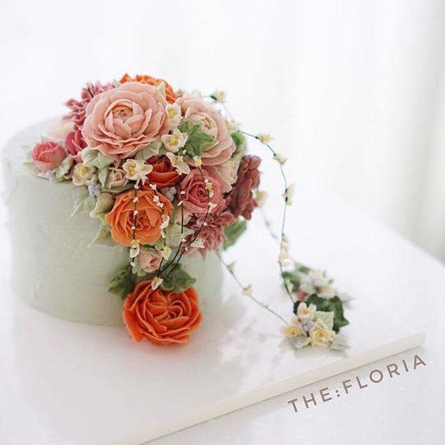 새해 첫  케이크 리얼 설유화✌ . No wire bean cream flower cake . 나는 먹는 꽃을 피우는 사람 . the:floria's work #플라워케이크#플라워케익#버터크림플라워케이크#앙금크림레이스#flowercake#앙금플라워케익 #케이크 #꽃 #꽃스타그램 #花 #韓式唧花 #甜品 #ricecake#더플로리아 #thefloria#더플로리아 #앙금오브제 #앙금플라워 #豆沙  #韩国豆沙花 #韩式豆沙花 #豆沙花 #korearicecake #koreanbuttercreamflower #케익스타그램 #작약 #beancream #buttercream. Kakaotalk/LINE/WeChat. ID:floriacake/ thefloria . [모든 디자인의 권리는 THE: FLORIA에 있으며, 저작권자 허락 없는 저작물 이용은 저작권 침해로서 법적 책임이 따릅니다.]