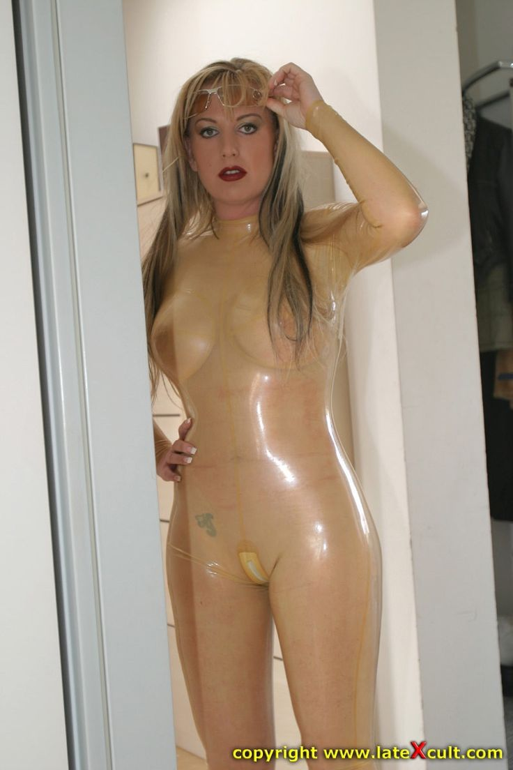 Amateur girl play rubber cock on her cunt 4