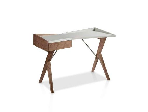 Muebles de escritorio para el salón o mesas para el ordenador de estilo moderno.