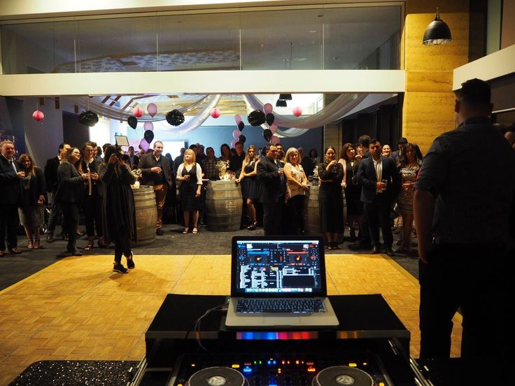 Settlers Run Golf Club Wedding. Melbourne Wedding DJ, Wedding Live Band, Acoustic Duo, Master of Ceremonies and Dancer Studio.