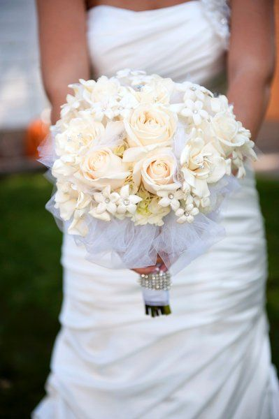 Roses, daisies, and hydrangea bouquets