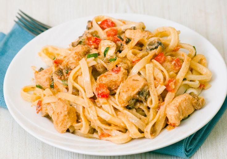 Ένα νόστιμο πιάτο που θα ετοιμάσετε στα γρήγορα μέσα σε 40 λεπτά το πολύ και θα χορτάσετε εύκολα 4-5 άτομα. #ταλιατέλες #κοτόπουλο #μακαρόνια #ζυμαρικά #μακαρονάδα