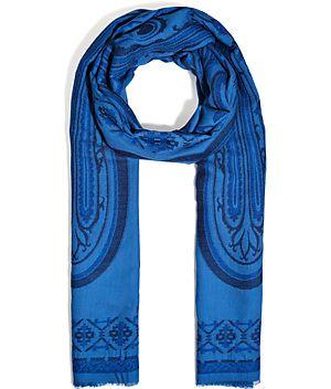 Gibt unseren Everyday-Looks ein luxuriöses Upgrade: der softe, blaue Schal von Etro aus feiner Wolle und Seide #Stylebop