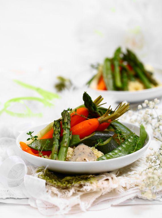 Młode warzywa zkremem estragonowym #obiad #przepisy #marchew #groszek #szparagi #cukinie #brokuły #kuskus #POLOmarket