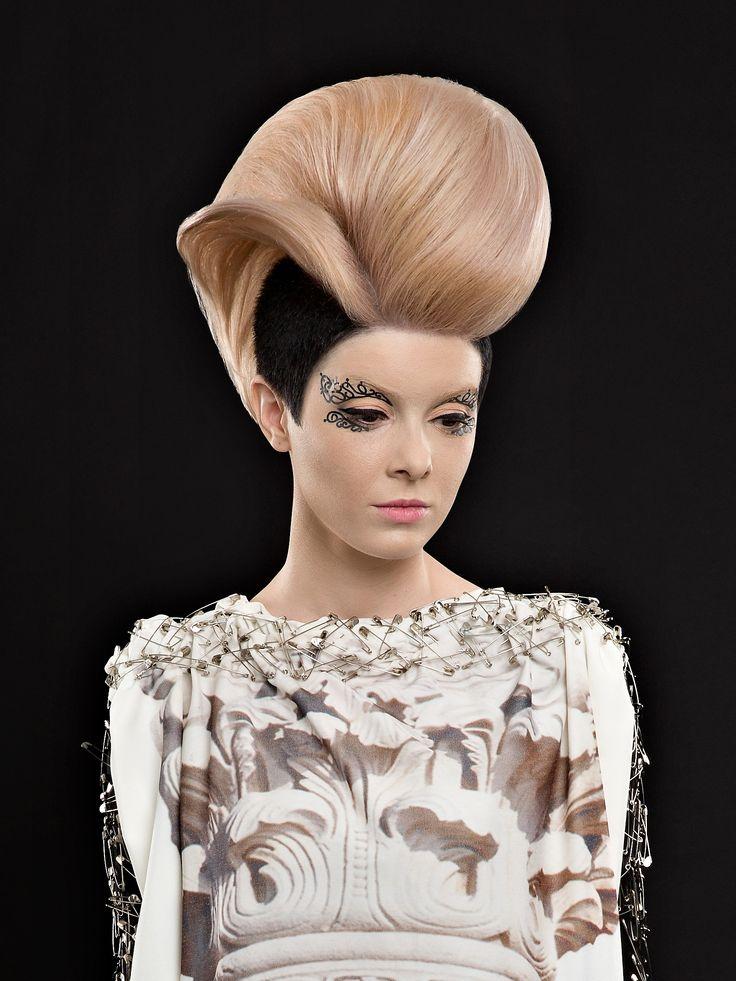 "Colection ""Ecouri Brancovenesti"" Hair: Cristina Grama & Fason Team Model: AndreAce Gabriélle"