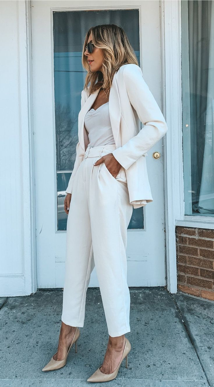 20 Chic Business Casual Outfits Perfect For Work In The Office Summer Business Casual Outfits Professional Outfits Work Outfits Women [ 1332 x 735 Pixel ]