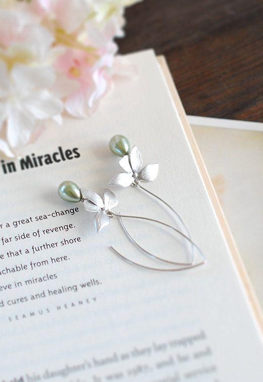 Plata flor de la orquídea olivino verde salvia perlas cuelgan