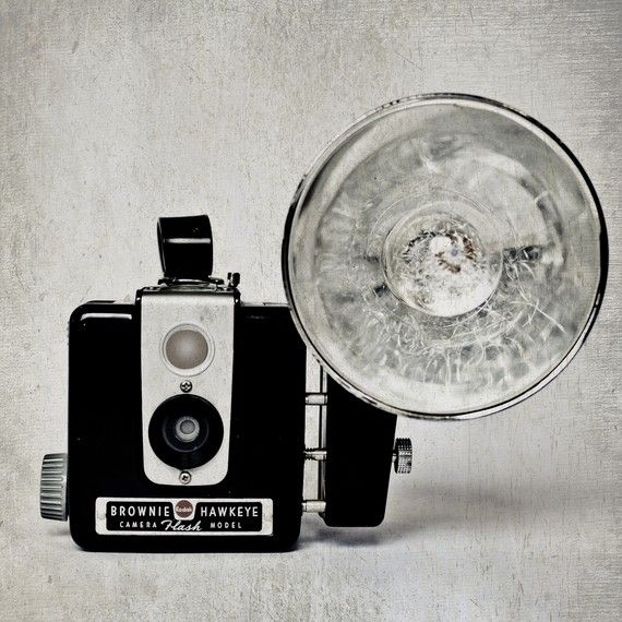 © CATHERINE ANN DECOR   [vintage decor for the modern home]: Brownie Camera S, Camera, Vintage Camera S Pictures, Vintage Cameras, Aaamazing Camera, Photography Cameras, Cameras Photo