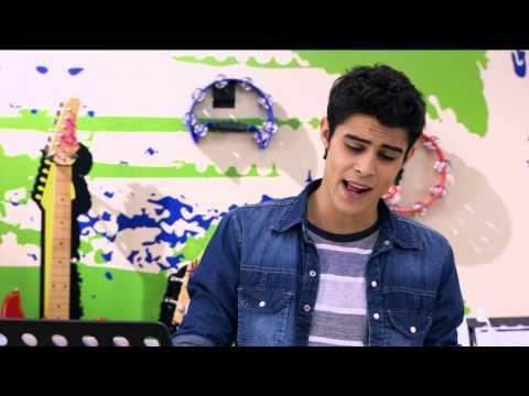 Violetta - Momento musical: Tomás compone una canción para León para un ejercicio (aunque el piensa en Violetta)