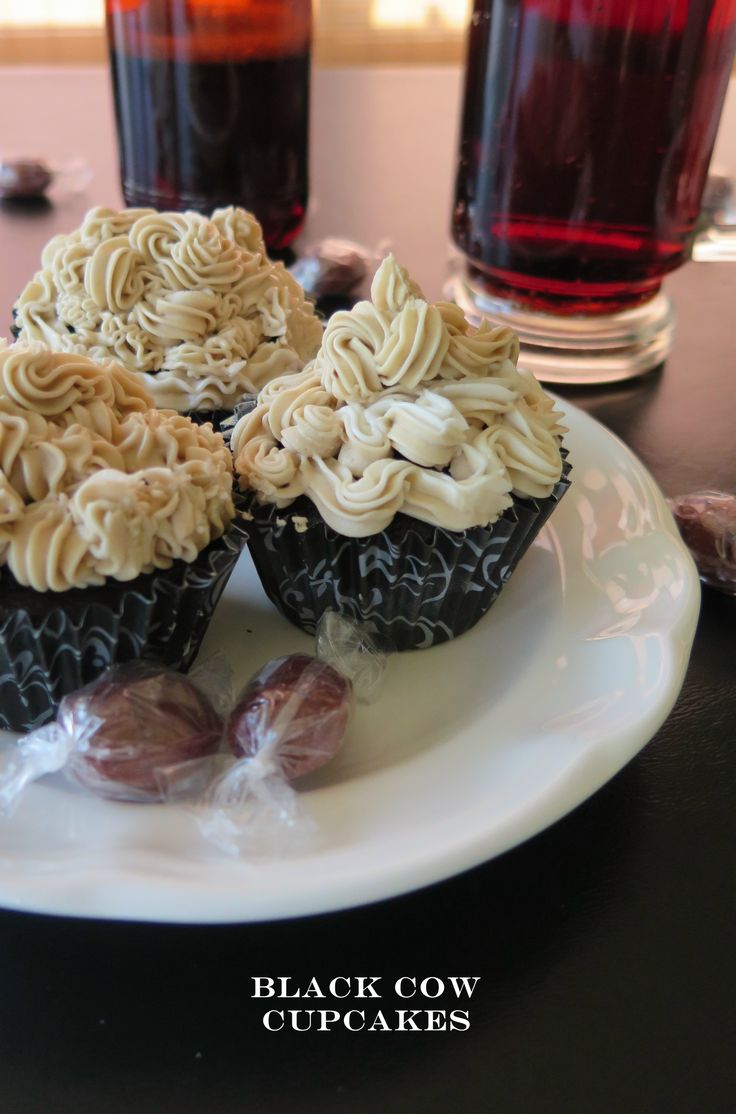 Black Cow Cupcakes for my #SundaySupper salute to Mom!