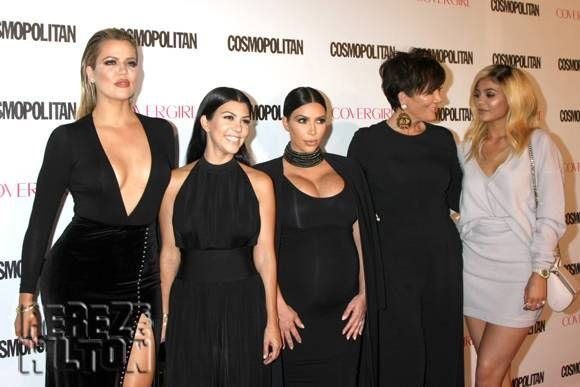awesome The Kardashian-Jenner Family Donates 100 Gourmet Meals To Charity! Check more at https://10ztalk.com/2016/12/29/the-kardashian-jenner-family-donates-100-gourmet-meals-to-charity/