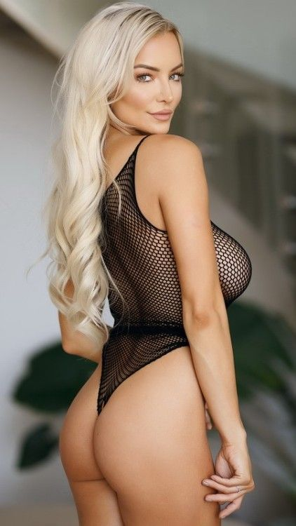 82e7d5ae76 Kandy Magazine January 2018  Lindsey Pelas - Worlds Most Desirable Woman  (Volume  1