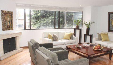 Colombia, Bogota. Atractivo apartamento en cabrera con 236.28 mts (250). Se destaca por su amplio espacio que incluye sala con chimenea a leña. http://www.colombiaexclusive.com/inmobiliaria/laventa.php?idventa=424