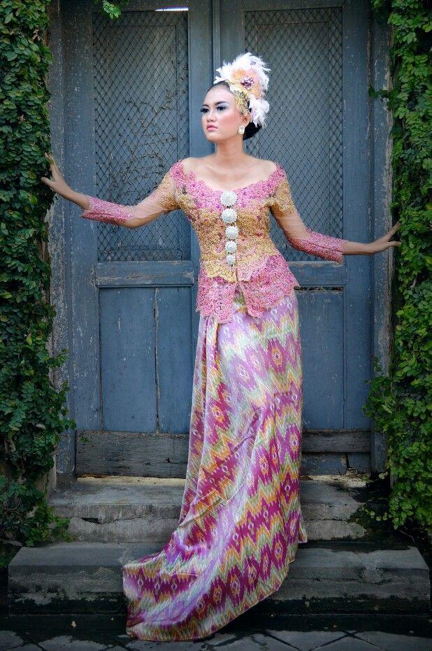 Kebaya sabrina gold pink