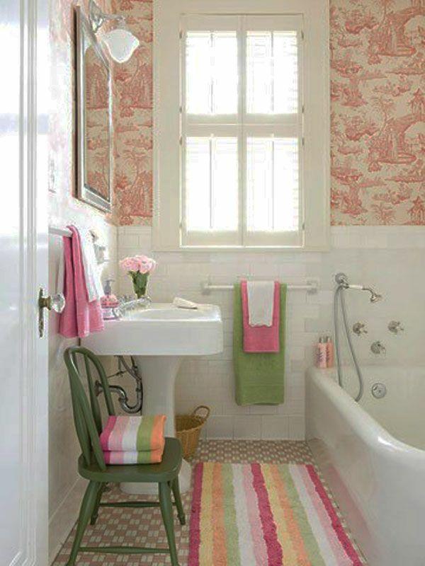schöne badausstattung - helle farben malerschablone an der wand ...