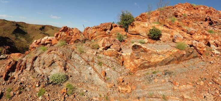 Rocks in the Pilbara Are A Similar Environment to Mars | Particle    Outcrop of rocks in the Dresser Formation