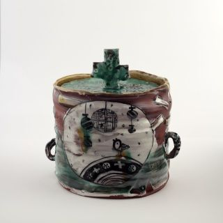 Aaron Scythe is a New Zealand ceramic artist who worked and studyed in Japan and has come back to Aotearoa to create wonderful designs with each piece an artwork in itself. You will not find perfectly matching sets, but you will find your unique vessel!