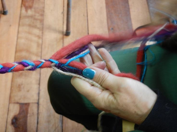Silvia haciendo trenza terminación redonda de ocho cabos - Panguipulli