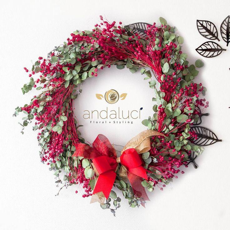Coronas para la puerta de #andalucifloral #handmade #ramos #coronasdeflores #navidad #crownflowers #santiagodechile #decoracion #homedecor #deco #cristhmas