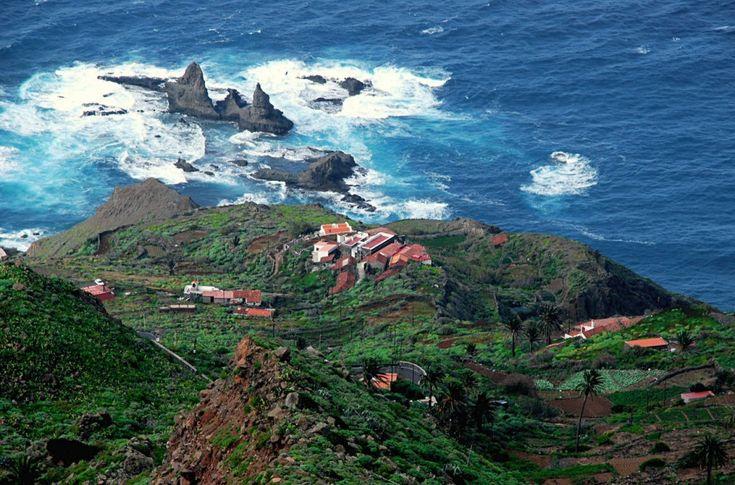 Остров Ла Гомера является частью Канарского архипелага и омывается водами Атлантического океана. Будучи совсем небольшим по площади (369,76 км²), Ла Гомера регулярно посещает много туристов со всего мира.