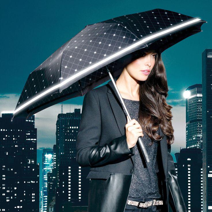 Geschützt & gut sichtbar im Regen - handlicher Knirps-Taschenschirm mit Reflektoren