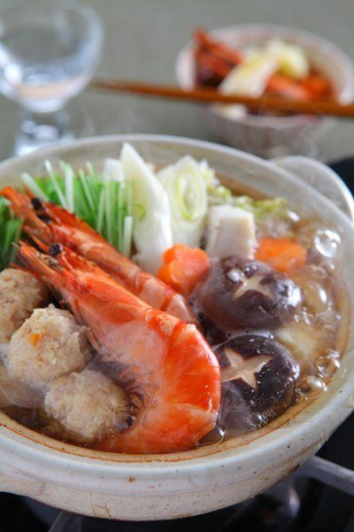 [Yose Nabe] Feel like eating warm Nabe? Nabe is a Japanese style of one-pot cooking, which is a warm and healthy meal .