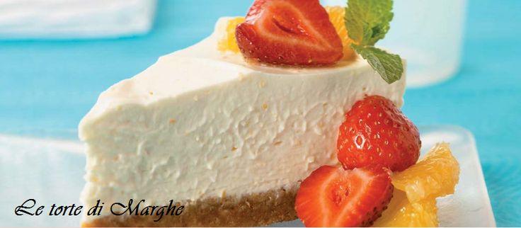 Cheesecake alla frutta con philadelphia. Un dolce al cucchiaio, con il suo ripieno morbido e fresco, con una base croccante guarnita con....