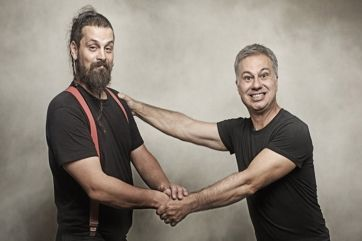 Ο απρόβλεπτος κωμικός Χριστόφορος Ζαραλίκος και ο ανατρεπτικός τραγουδοποιός Σπύρος Γραμμένος σε μία ξεχωριστή, πολυμορφική παράσταση! Για μία μόνο βρ...