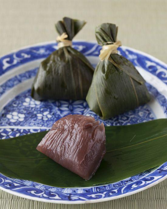 Japanese sweets -Kuzu yokan- on china plate from Min Period (1368~1912)