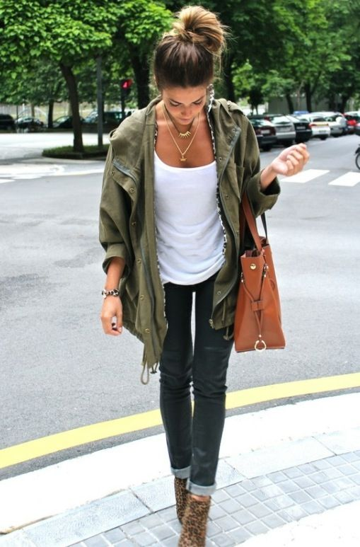 green jacket, white tee, skinny jeans, booties, oversized bag, two necklaces