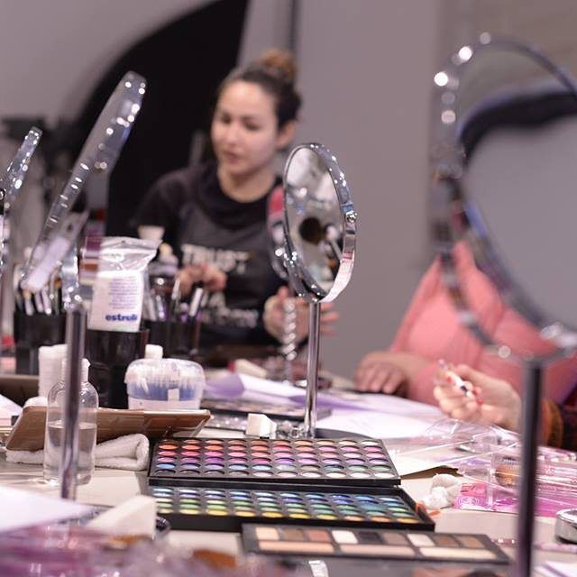 ¿Ves tutoriales y cuando te maquillas no te queda como vos querés?  Aprendé todos los tips de experta para maquillarte todos los días y para eventos con los mejores productos,  reserva tu lugar a info@adelaidamercado.com.ar   #Automaquillaje #makeupartist #makeup #maquillaje #aprender #learningsomethingnew #clases #cursos #cursoautomaquillaje