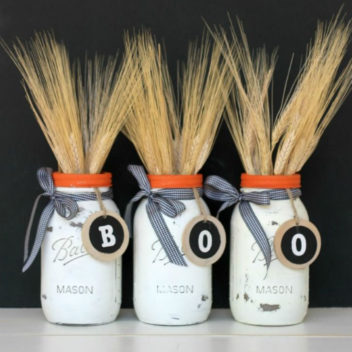 Just a little bit of paint and some ribbon, and you can create this simple Halloween Mason Jars! Festive and fun, and the perfect addition to your fall decor!