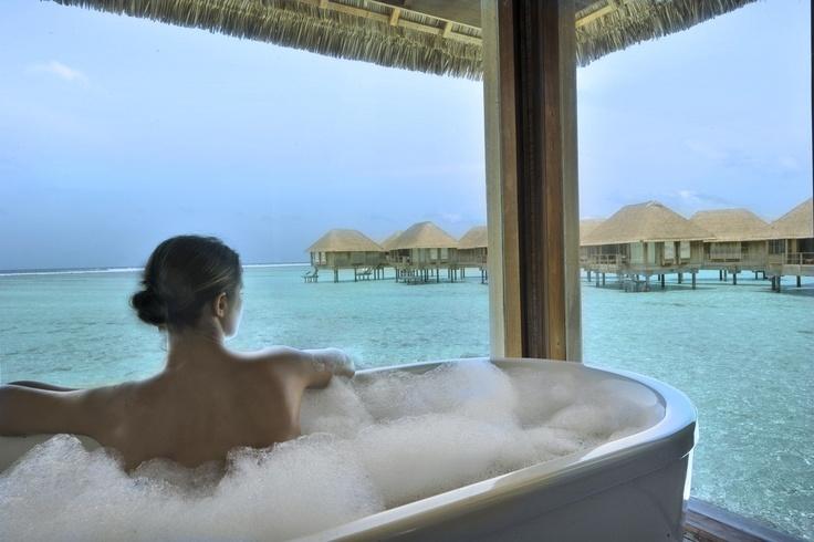Suite op palen en een bad op pootjes, wauw.. Club Med Kani - Malediven