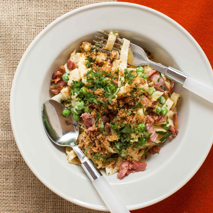 This looks amazing! Cauliflower cheese fettuccine with bacon, peas and garlic crumbs.
