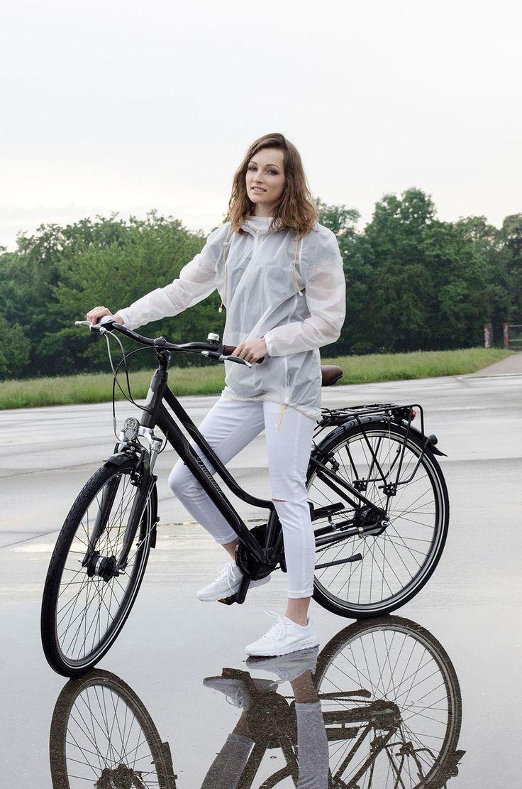 #raincoat #ulki #Cyclist #cyclefashion #womenscycling #womensfashion #bikegirl #girl #bike #fashion #diamant #citybike #woment#pants #white